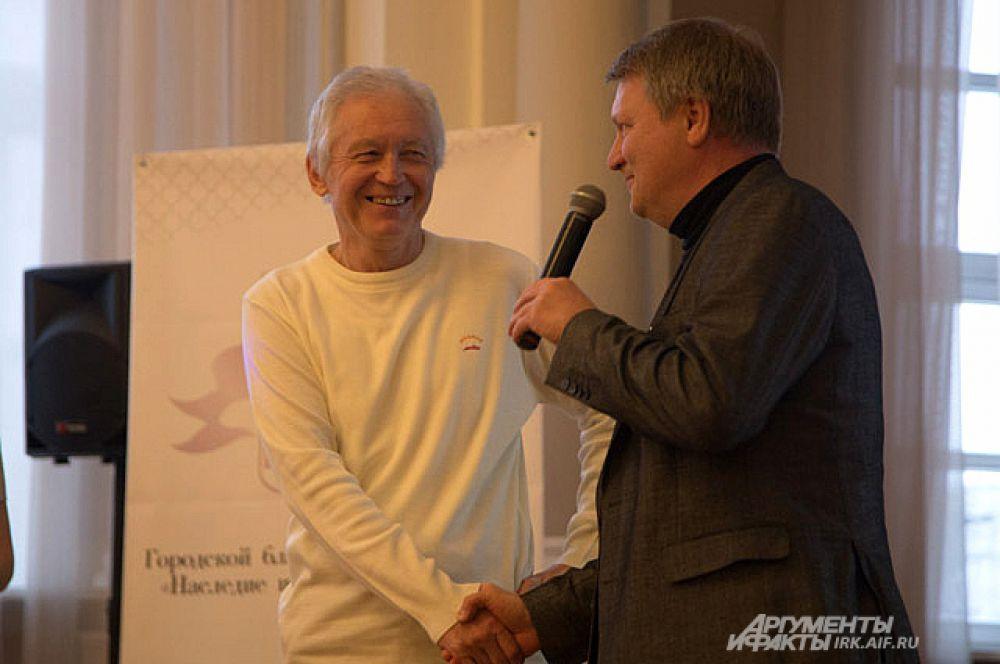 На презентации автора поздравили друзья и общественные деятели.