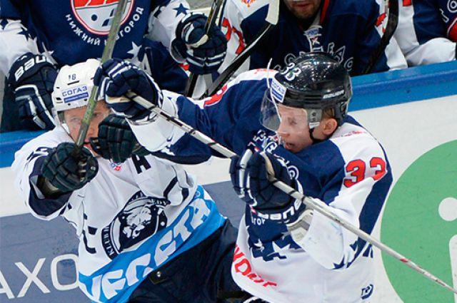 К заключительной трети «Адмирал» проигрывал 2:0, но приморские хоккеисты смогли собраться.