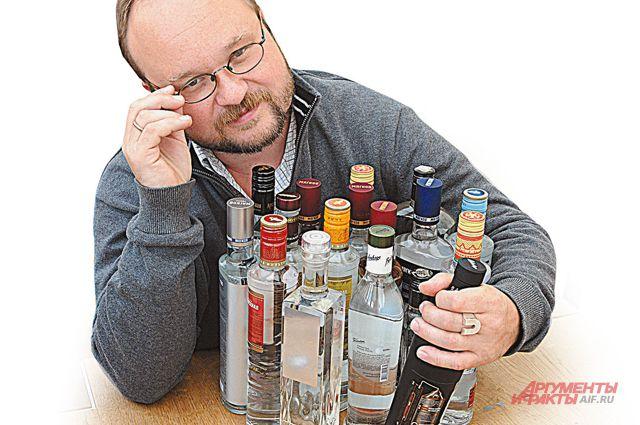 «Если все бутыли прозрачные, а одна матово-чёрная, её не пропустишь», - уверен Алексей.