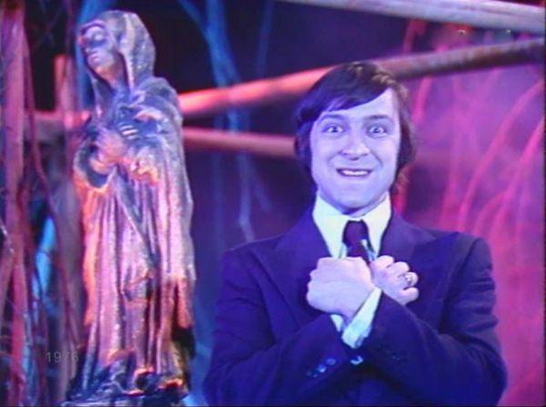 Свою первую роль в кино Геннадий Хазанов сыграл в 1976 году. Это был фильм Евгения Гинзбурга «Волшебный фонарь» - музыкальная пародия на зарубежные кинокартины, в которой снимались все звезды советской эстрады.