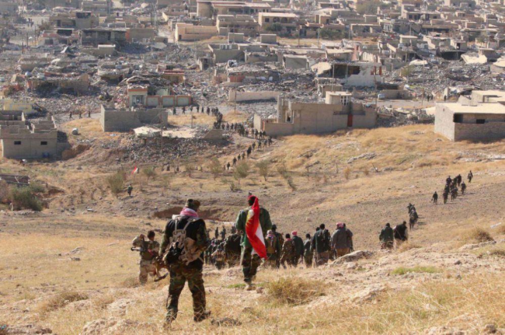 Курдские отряды входят в освобожденный город Синджар в Ираке.