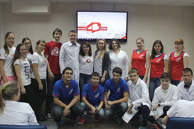 Волонтёры dance4life на тренинге в Центре СПИД учатся проводить нескучные лекции для широкого круга людей.