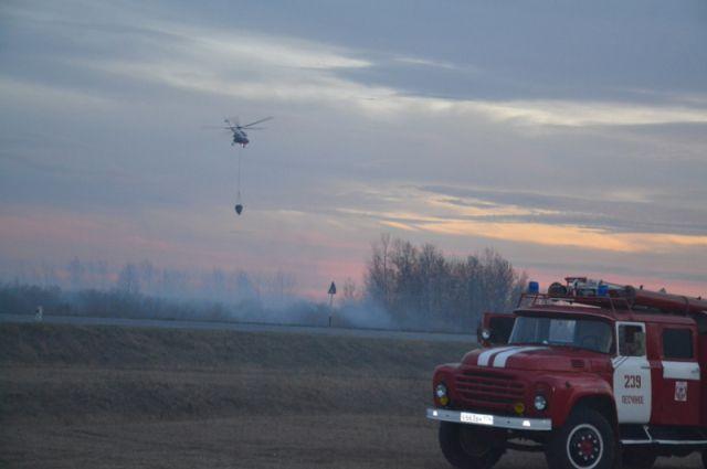 Особый противопожарный режим снят на части территории края, потому что пожароопасная обстановка нормализовалась.