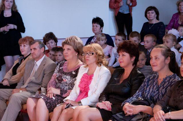 Ольга Козеичева (третья справа).