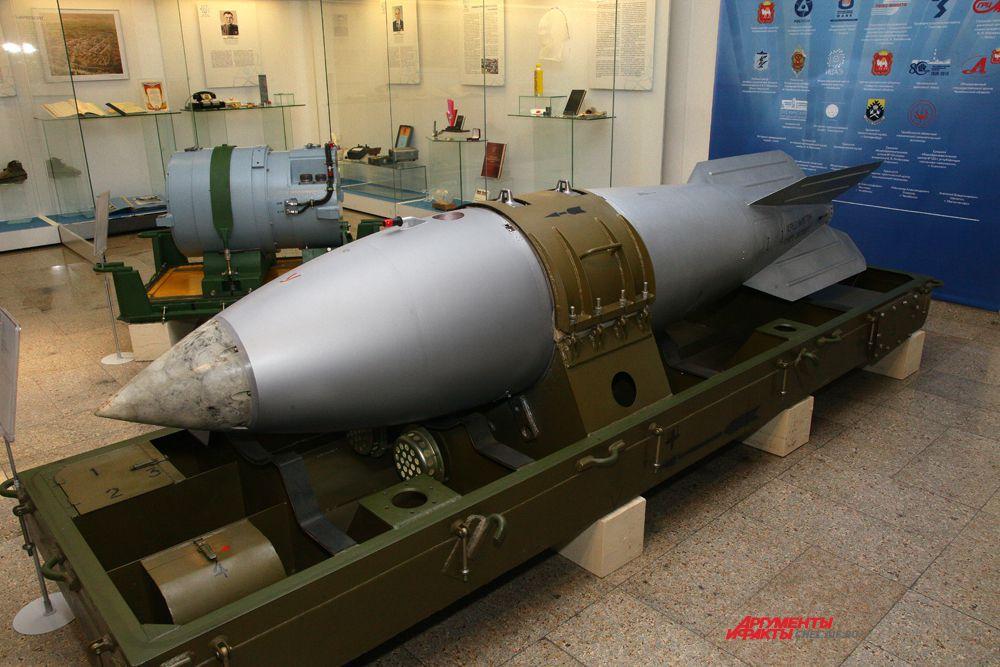 Ядерная авиационная бомба, масса 430 кг