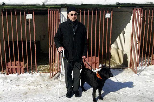 Анатолий Романов со своей собакой.