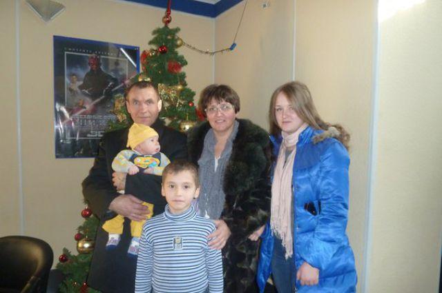Новый год Елена с мужем и детьми отметит в центре.