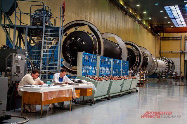 Сборка ракеты происходит в условиях стерильности.