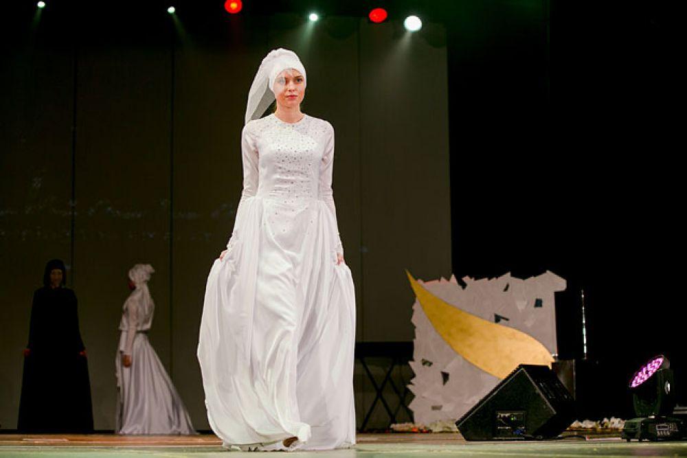 Свадебное платье: к традиционному головному убору добавляется светский элемент - фата.