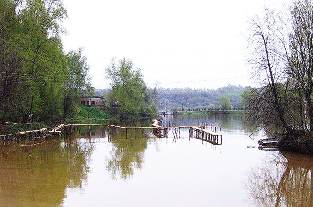 Весной Плёс может подтопить, если произойдётавария на бесхознойплотиненарекеШохонкеу деревни Спасское.