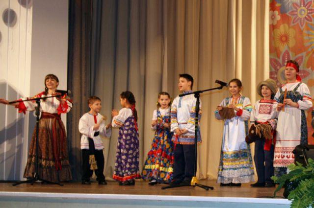 Выступление участников фестиваля.