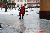 Такой гололед был на тротуарах на улице Николаева в начале этого года.