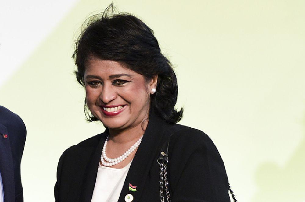 Ученый-биолог и первая женщина-президент Маврикия Амина Гуриб-Факим.