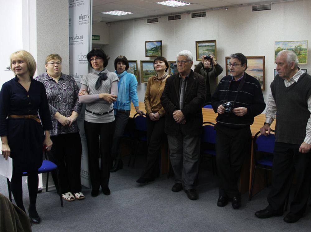 Собрались коллеги-художники, представители СМИ и прочие любители искусства