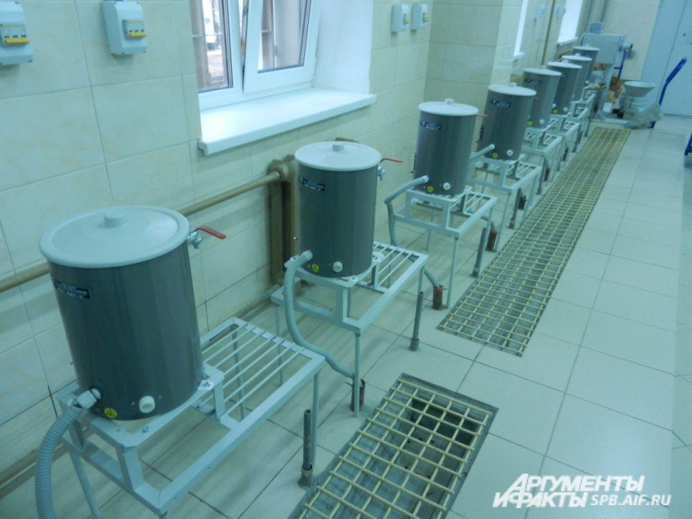 Кухня в новом СИЗО уже полностью готова. Питание здесь обещают трёхразовое, как и положено по нормам. Также всегда для подследственных чистая вода, напитки.