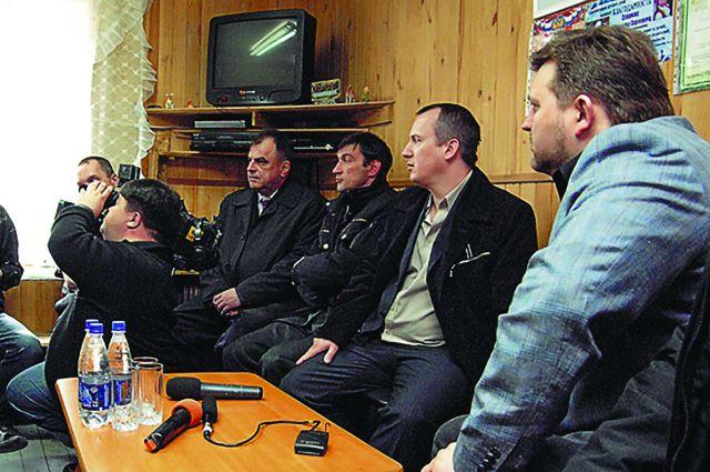 Алексея Смирнова (второй слева) поддерживали и региональные власти.
