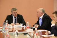 Глава администрации Нефтеюганска Вячеслав Арчиков встречается с московскими экспертами.