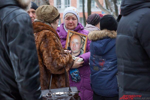 Всего на траурную акцию пришло около 50 человек.
