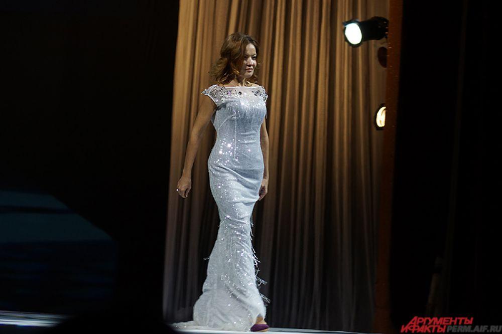 На сцену также вышли участницы конкурса «Миссис Пермь».
