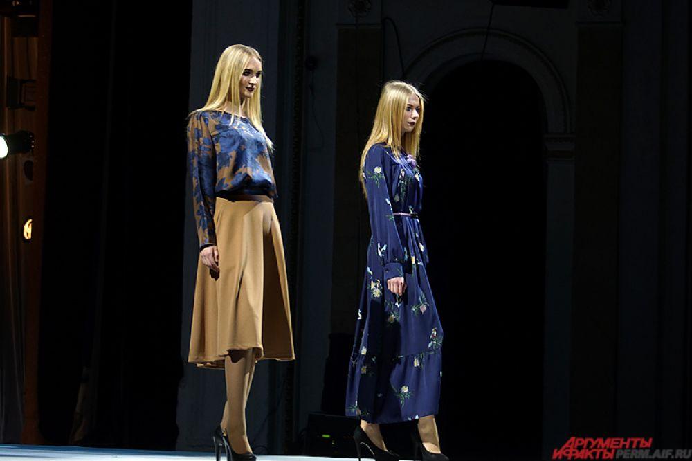На главной сцене проходило дефиле моделей.