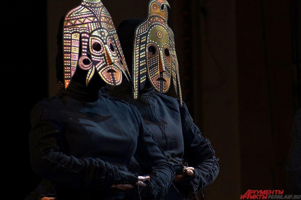 Отдельное дефиле было посвящено этно-культурному фестивалю «Камва».