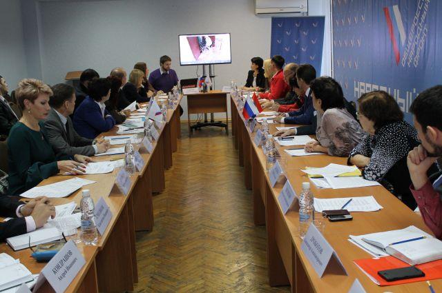 Выводы о проделанной работе представители общероссийского движения обсудили на круглых столах.