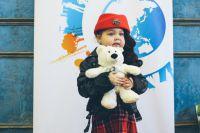 Маленькая Даша хочет быть певицей.