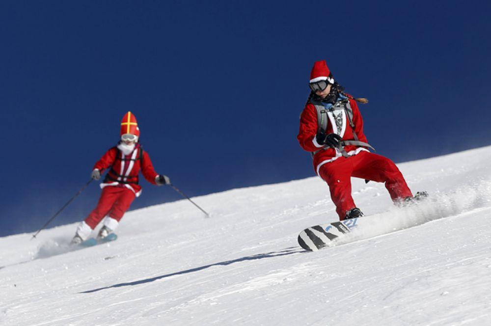 В Швейцарии Санта-Клаусов можно увидеть на горнолыжном курорте Вербье