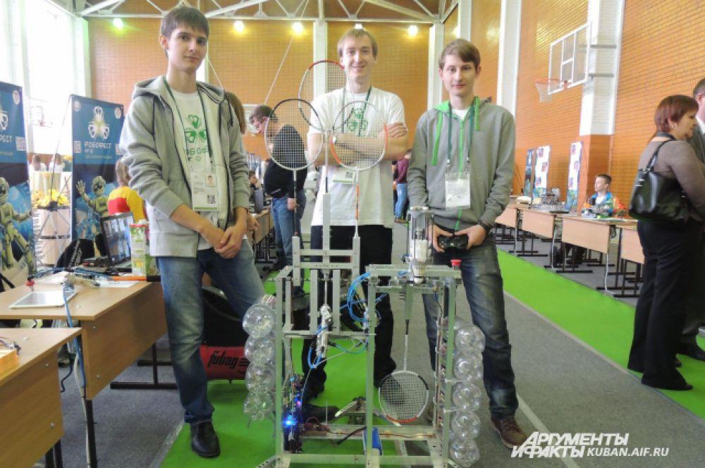 Робот-бадминтонист. Студенты из Ростова-на-Дону создали его для спортсменов, у которых нет партнера для тренировок.