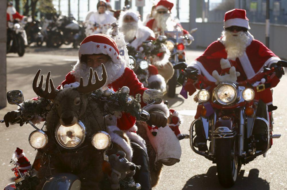 Благотворительный заезд Санта-Клаусов-байкеров в Цюрихе