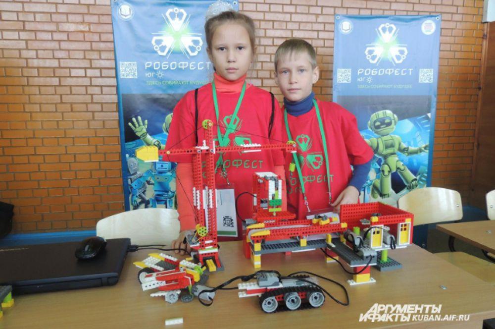 Вова и Аня Бойко – разработчики из Тимашевска. Они придумали полностью автоматизированный завод для переработки мусора. Пока предприятие состоит из элементов конструктора.