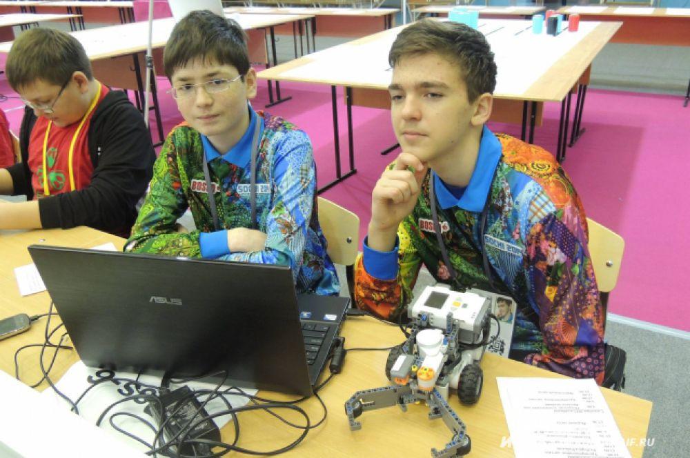 Подростки из Сочи занимаются написанием программы, командам которой будет подчиняться их робот. Его главная цель, - сортировка мусора.