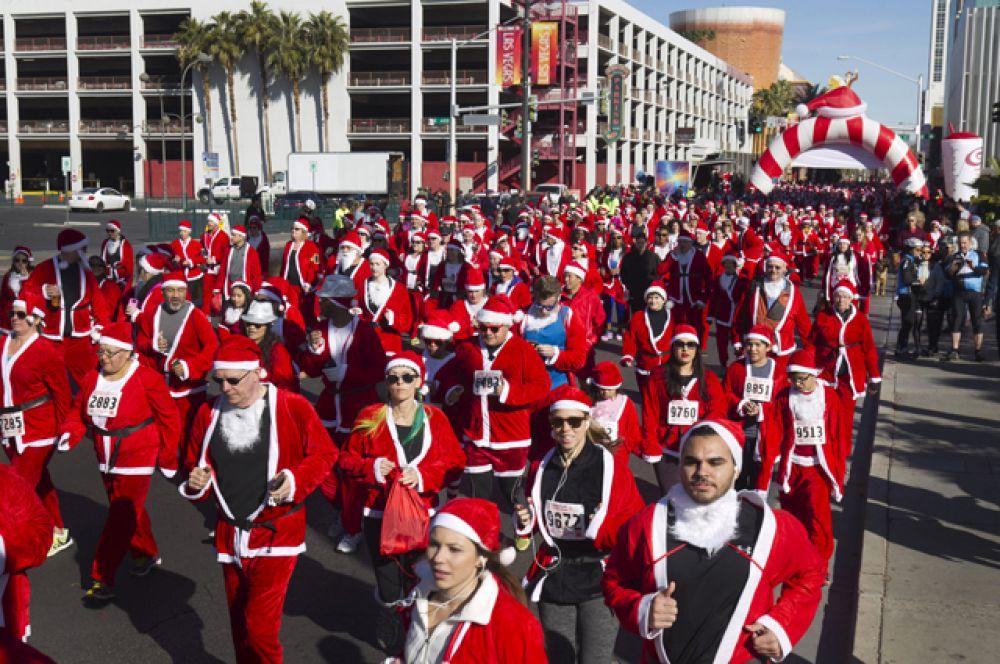 Забег Санта-Клаусов в Лас-Вегасе