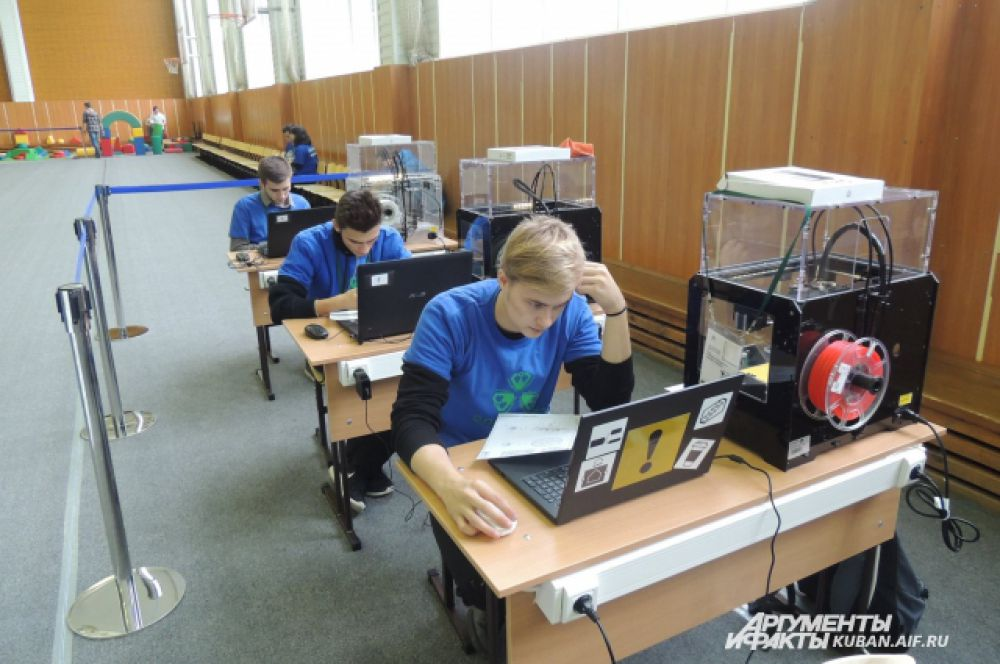 Ребята из Краснодарского колледжа электронного приборостроения озадачены проектом по распечатке деталей на 3D-принтере.