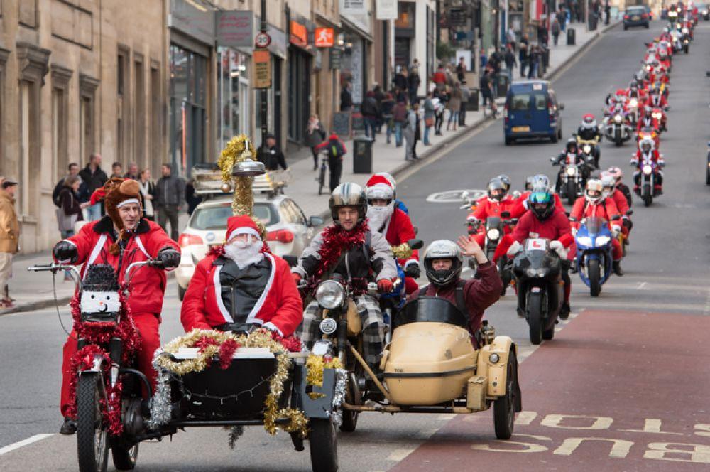 Парад Санта-Клаусов в Бристоле, Великобритания