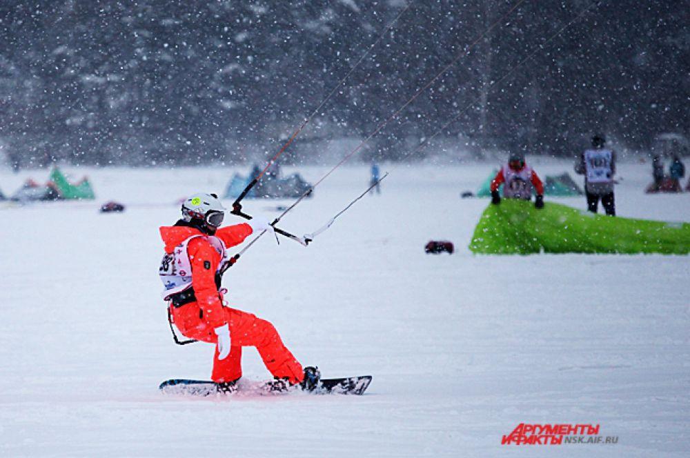 В этом году на Кубке Сибири по зимнему кайтингу прошёл детский фестиваль и появилась новая дисциплина для взрослых - марафонская гонка с дистанцией 50 км.