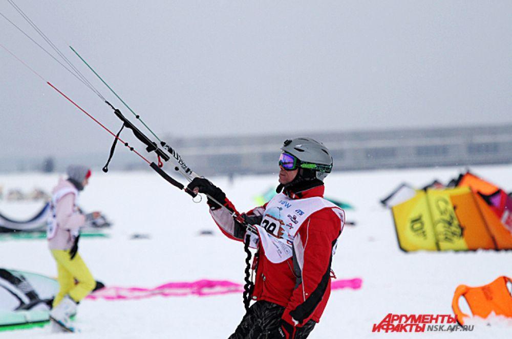 Организаторы сообщили, что впервые на пьедестале в общем зачете, обогнав всех мужчин-сноубордистов во всех гонках, первое место заняла девушка - уральская спортсменка Татьяна Сысоева.