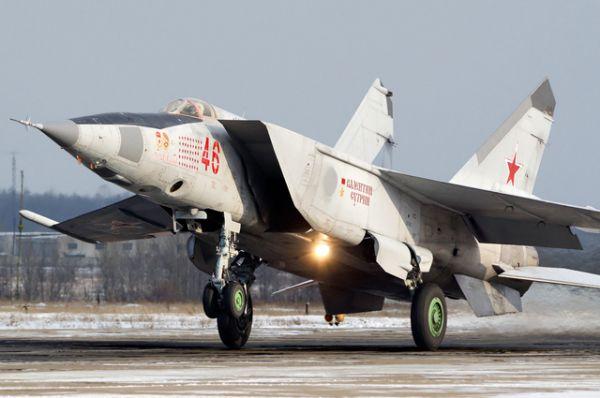 В конце 1950-х годов в СССР была развёрнута разработка военного самолёта, который был бы способен отражать предполагаемую угрозу со стороны американского сверхзвукового бомбардировщика B-58 и его модернизированных последователей. ОКБ Микояна получило заказ на конструкцию истребителя, способного развивать трёхкратную скорость звука и поражать цели в высотном диапазоне от 0 до 25 000 метров. Так был разработан МиГ-25.