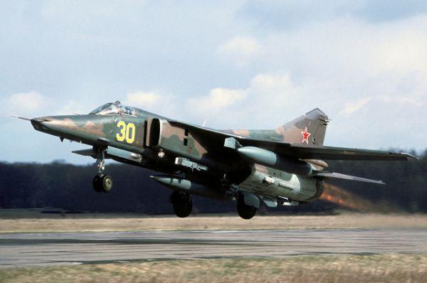 Штурмовик МиГ-27. В настоящее время — основной истребитель-бомбардировщик ВВС Индии. В связи с тяжёлой экономической обстановкой с 1993 года в России, Белоруссии и Украине практически все МиГ-27 и его модификации были выведены из эксплуатации, переданы на базы хранения и практически все утилизированы.