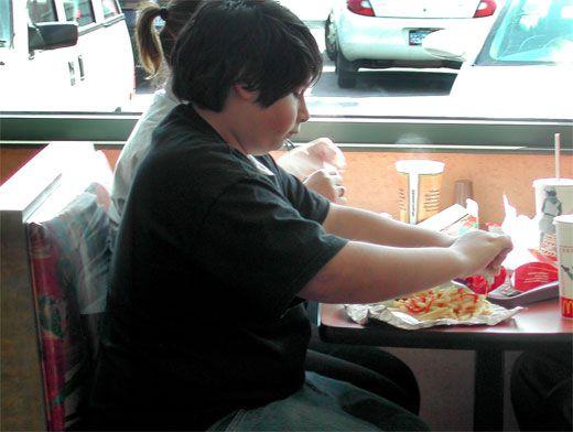 Чем грозит ожирение ребенку