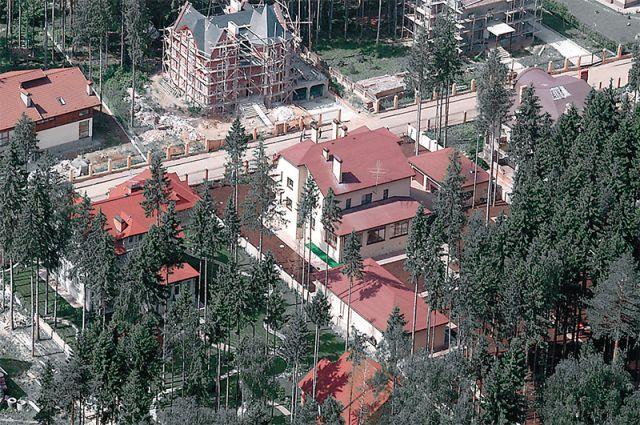 Когда-то здесь были осинники и ельники, теперь это «посадочки» вокруг элитного жилья.