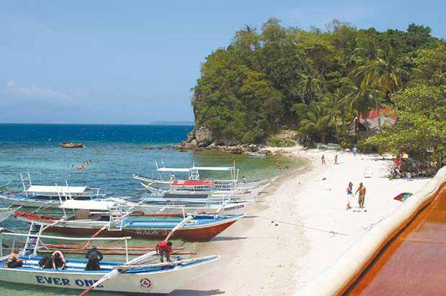 Все дороги в филиппинскую глубинку ведут с берега океана.