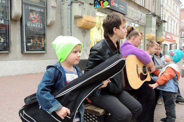 Семья уличных музыкантов
