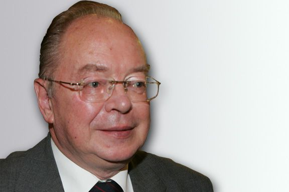 Николай Шмелёв.