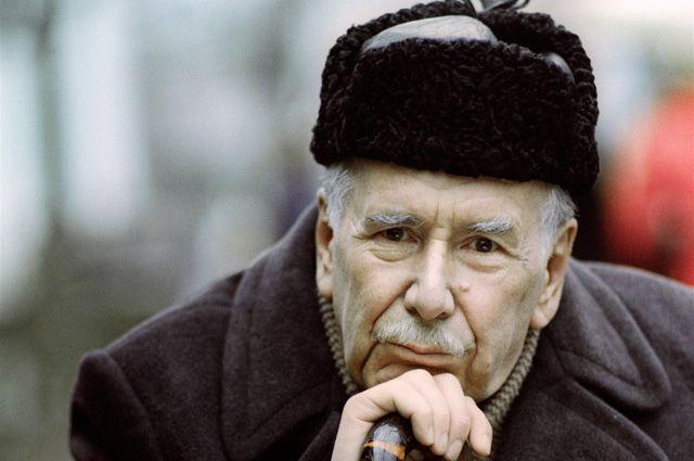 Актёр театра и кино Ростислав Плятт. 1983 год.