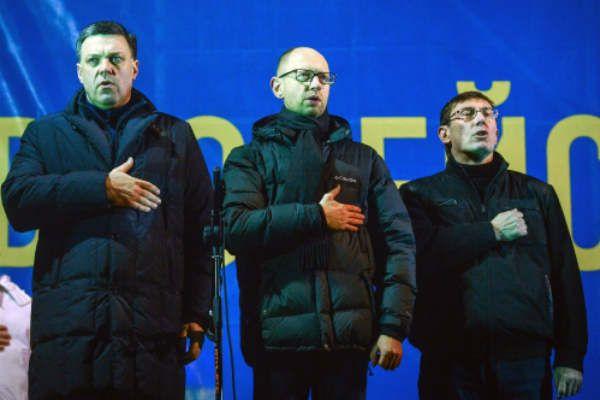 Слева направо: Олег Тягнибок, Арсений Яценюк, Юрий Луценко.