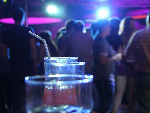 Ночные клубы во владивостоке тем кому за 30 работа в мужском клубе официантка