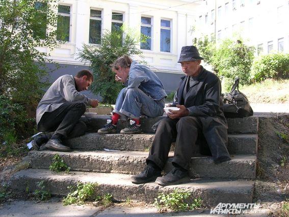 Бесплатный суп для этих людей, порой, единственная еда за весь день