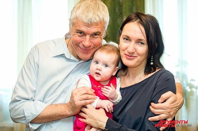 Олимпиада и её родители.