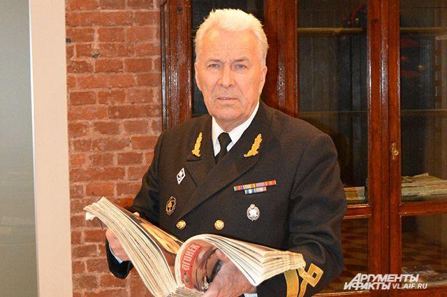 Капитан Семашко в музее им. В. Арсеньева.